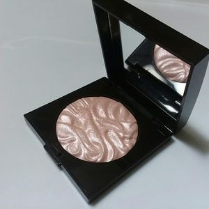 Laura Mercier Face Illuminator Powder in Devotion